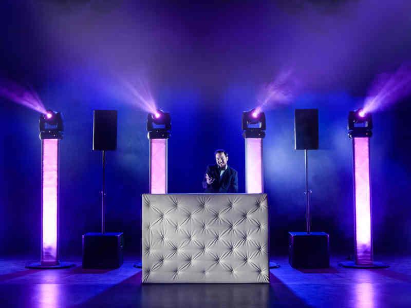 Allround DJ Peter boeken met Black & White DJ-show van Ambitious