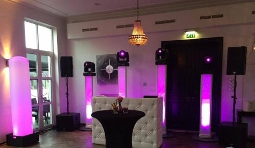 DJ huren in Pijnacker Het Witte Huis voor bruiloft, verjaardag of bedrijfsfeest