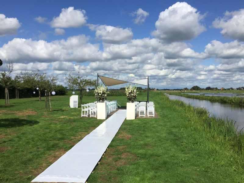 Mobiele dj in Reeuwijk-dorp exclusieve bruiloft ceremonie met Gasterij Vergeer en dj van Ambitious huren