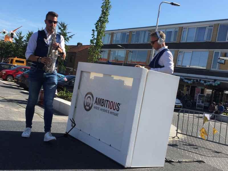 DJ in Reeuwijk met DJ Johan Post heropening Winkelcentrum Westplein met Sax Up The DJ boeken via Ambitious