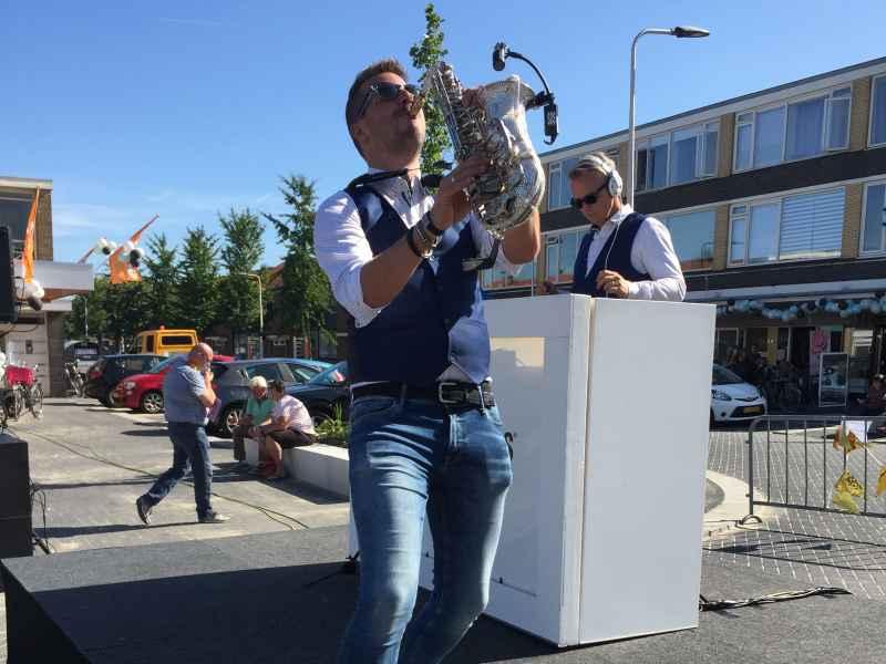 DJ in Reeuwijk met saxofonist inhuren voor heropening Winkelcentrum Westplein met Sax Up The DJ via Ambitious