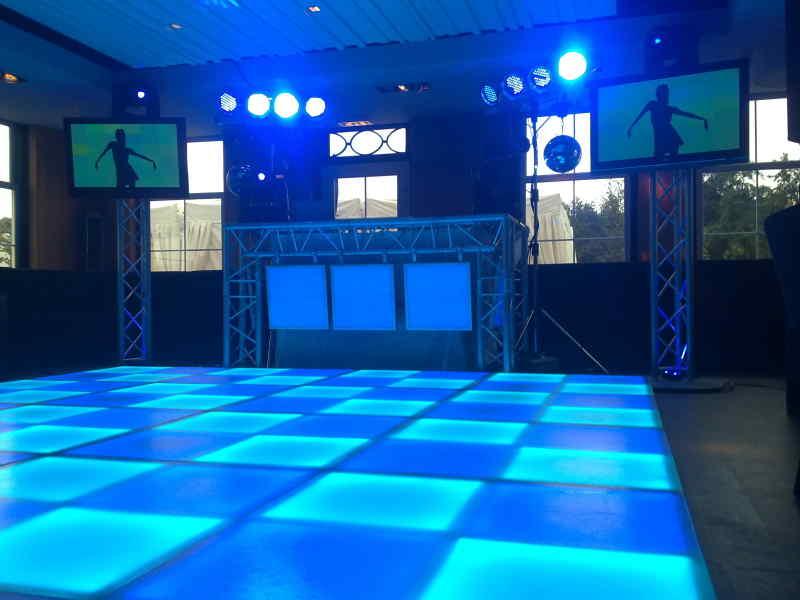DJ in Reeuwijk boeken in 't Vaantje 50e verjaardag met Ambitous DJ-show inhuren met videoclips en verlichte dansvloer