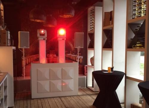 DJ in Reeuwijk boeken voor in 't Reeuwijks Wijnhuis wijnen exclusieve dj-show van Ambitious huren