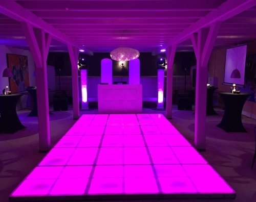 DJ huren in Rijswijk Restaurant Niven exclusieve dj-show met verlichte dansvloer