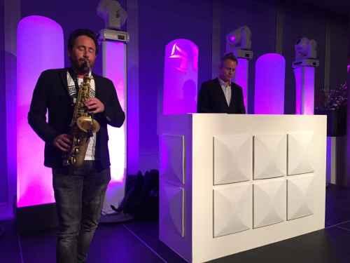 DJ Rotterdam huren in Stadion De Kuip Ernst Happel Zaal personeelsfeest DJ Johan Post met saxofonist Milan boeken White Exclusive DJ-Show van Ambitious
