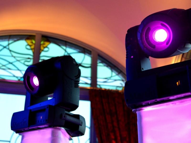 DJ in Rotterdam boeken in het Zalmhuis Rooftop Room bewegend licht van de Ambitious DJ-Show