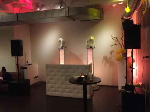 DJ in Rotterdam inhuren voor optreden in Stroom Entresol bruiloft met Black and White DJ-Show van Ambitious