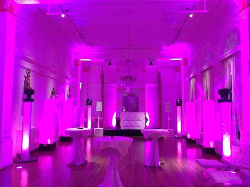 DJ huren in Rotterdam de balzaal van het Wereldmuseum met exclusieve dj-show van Ambitious