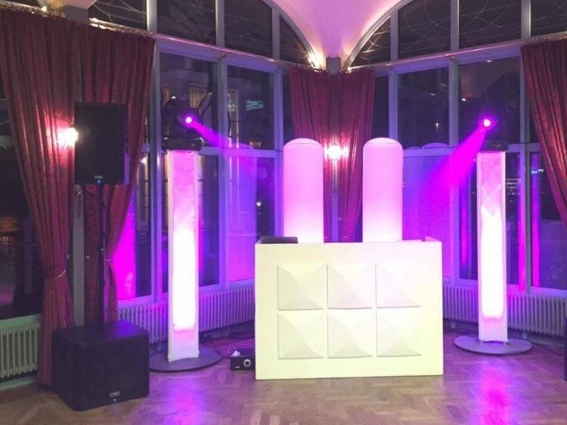 DJ in Rotterdam boeken voor optreden in het Zalmhuis de Rooftop Room bruiloft met dj-show van Ambitious