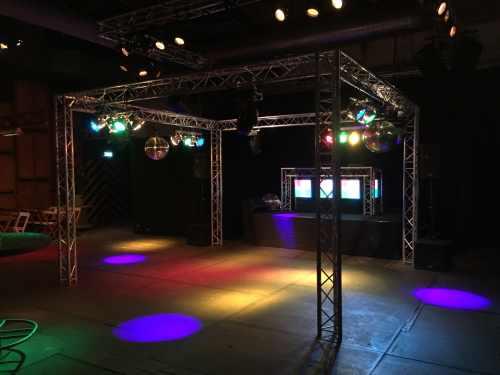 DJ in Utrecht boeken of inhuren in de Fabrique bedrijfsfeest met Mega Show van Ambitious