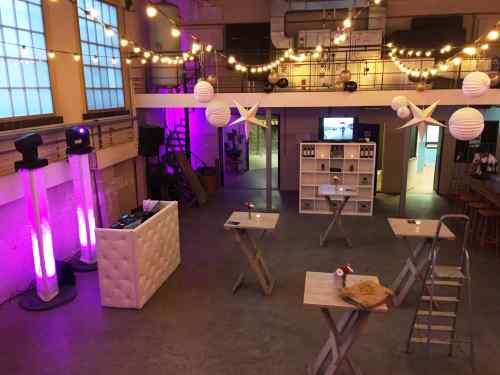 DJ huren of boeken in Utrecht De Lik voor bedrijfsfeest met exclusieve dj-show van Ambitious