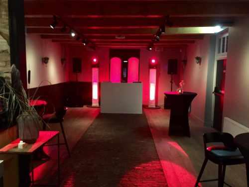 DJ in Utrecht Restaurant Dengh huren of boeken voor bruiloft met exclusieve show van Ambitious