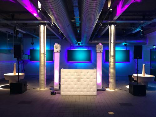 DJ boeken in Utrecht de Werkspoorkathedraal voor personeelsfeest met exclusieve show van Ambitious met Sax Up The Silent DJ met Mega DJ-Show van Ambitious