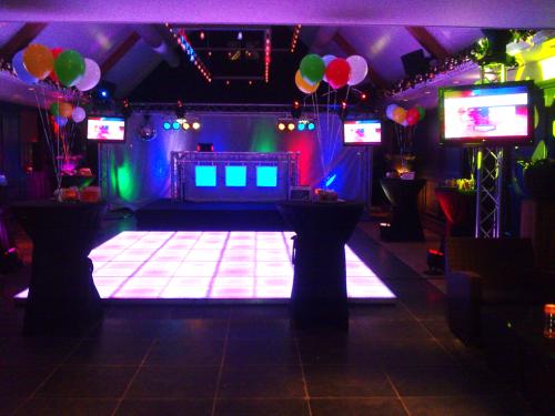 DJ boeken of huren in Utrecht Zuiver voor personeelsfeest met videoclips en verlichte dansvloer