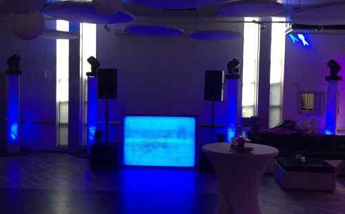 DJ boeken in Zoetermeer 2B Home Event Centre voor 30e en 40e verjaardagsfeest dj-show van Ambitious inhuren