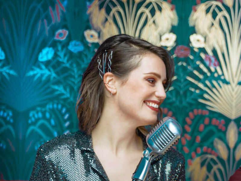 Duo 2 inhuren met vocaliste Laura