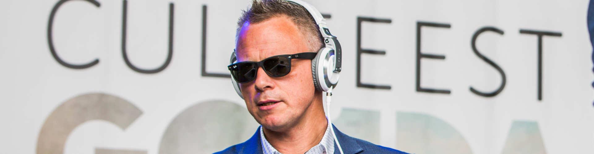 Lounge DJ huren voor voor borrel, receptie of openbaar culinair evenement zoals hier bij Culifeest te Gouda