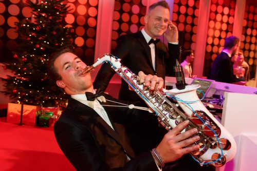 DJ met saxofonist huren