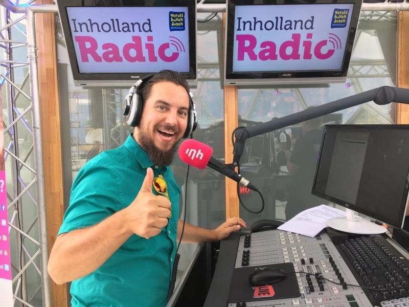 Radio DJ Peter inhuren of boeken hier in actie tijdens glazen huis actie op lokale radio