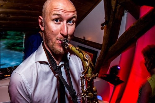 Saxofonist Tim huren of boeken