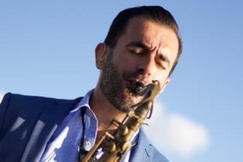 Saxofonist Rafaël huren of boeken