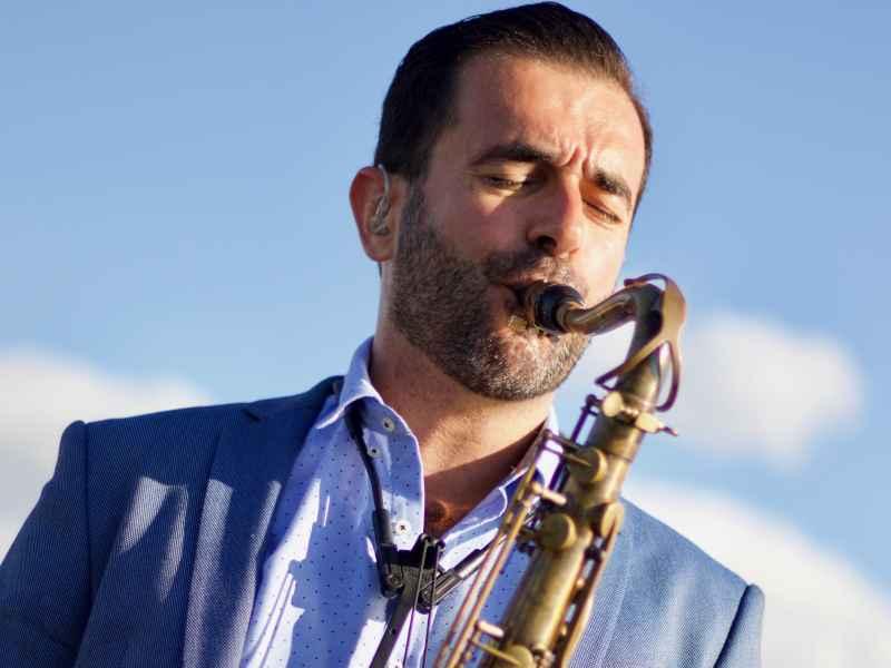 Saxofonist Rafaël huren altijd stijlvol in z'n presentatie