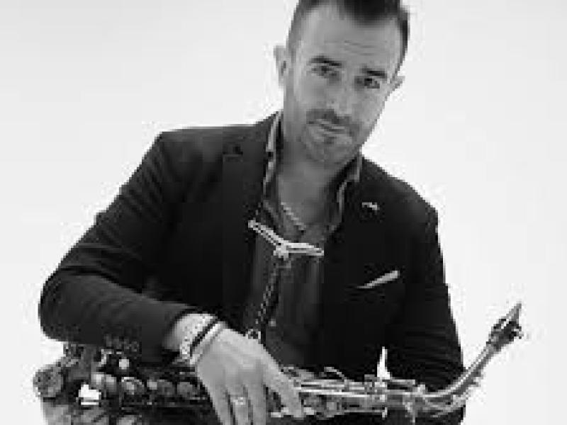 Saxofonist Rafaël huren voor elk type feest of event