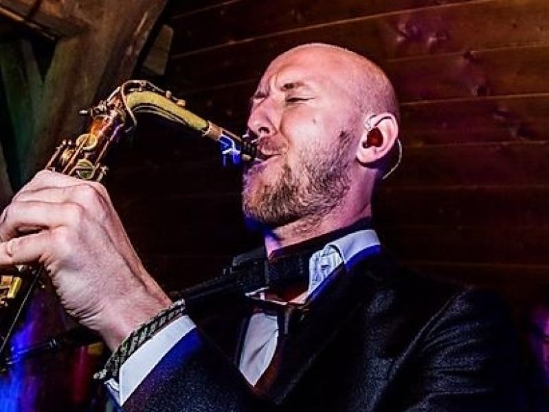 Saxofonist Tim huren altijd stijlvol in z'n presentatie