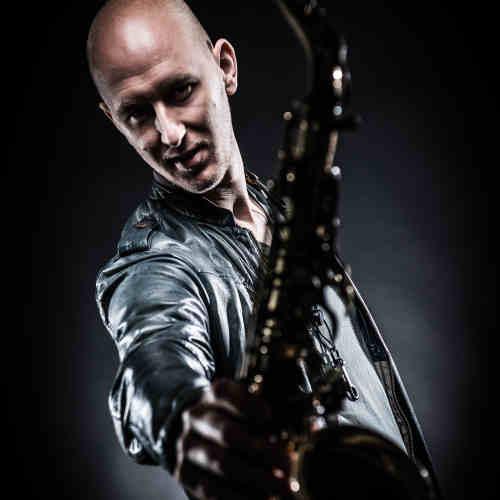 Saxofonist Tim huren veelzijdig, vriendelijk en veelgevraagd