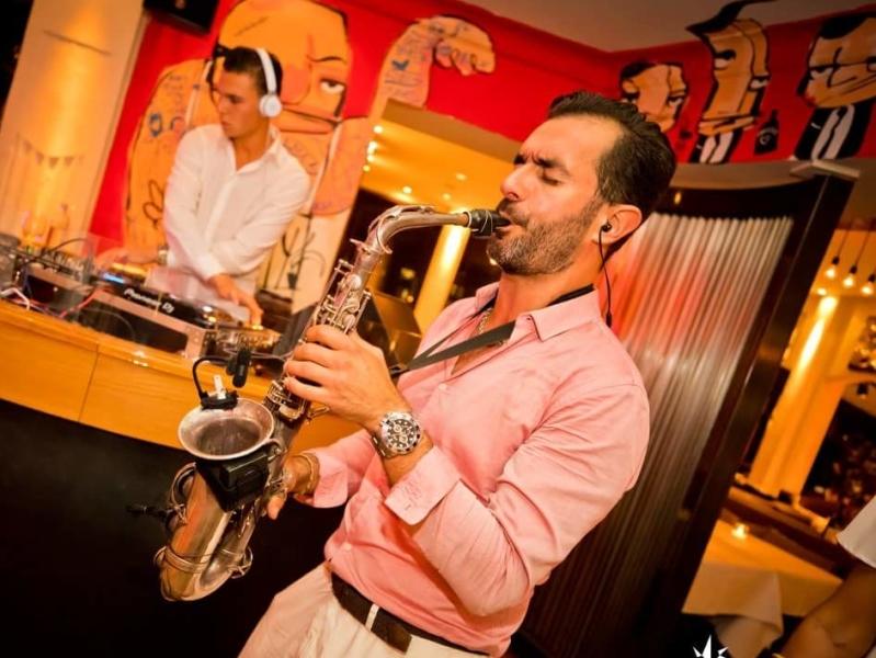 Saxofonist Rafaël boeken voor bedrijfsfeest