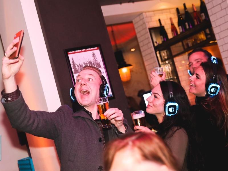DJ boeken met zenders en koptelefoons: Silent Disco