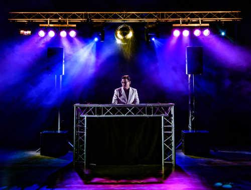 Super DJ-Show van Ambitious boeken voor de grotere feesten