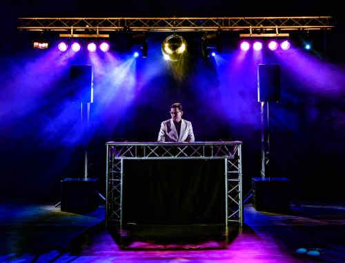 Super DJ-Show boeken voor bedrijfsfeest met veel gasten