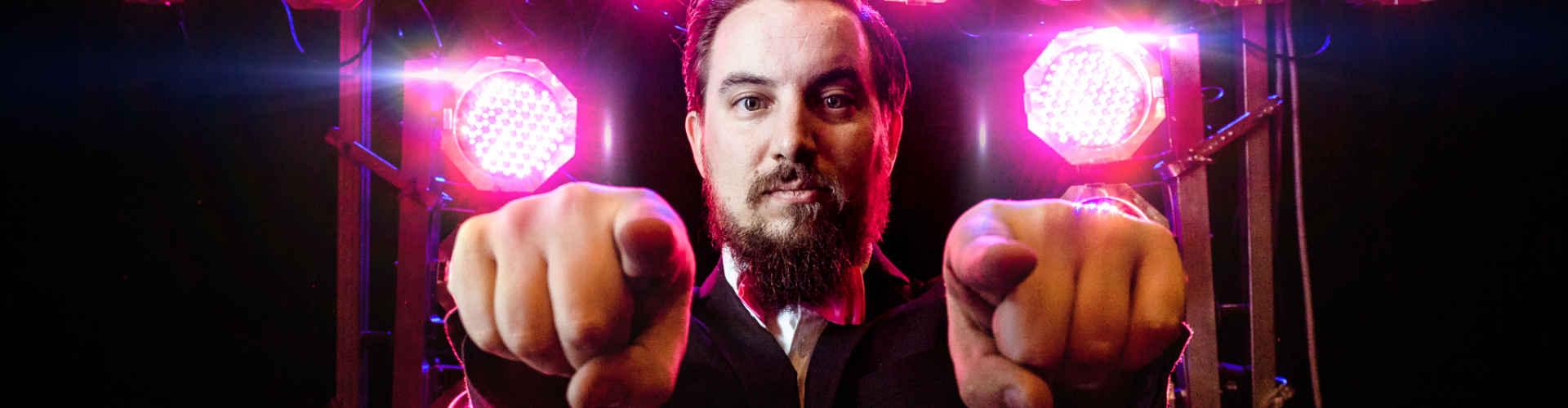 DJ huren voor feest Ambitious DJ Peter boeken hier voor tijdens fotoshoot in 't Evertshuis te Bodegraven