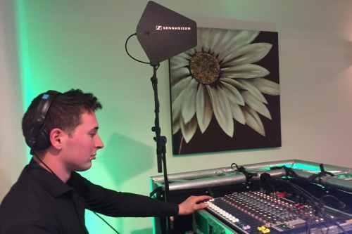 Licht en geluid huren zoals goede microfoons, speakers en een geluidstechnicus
