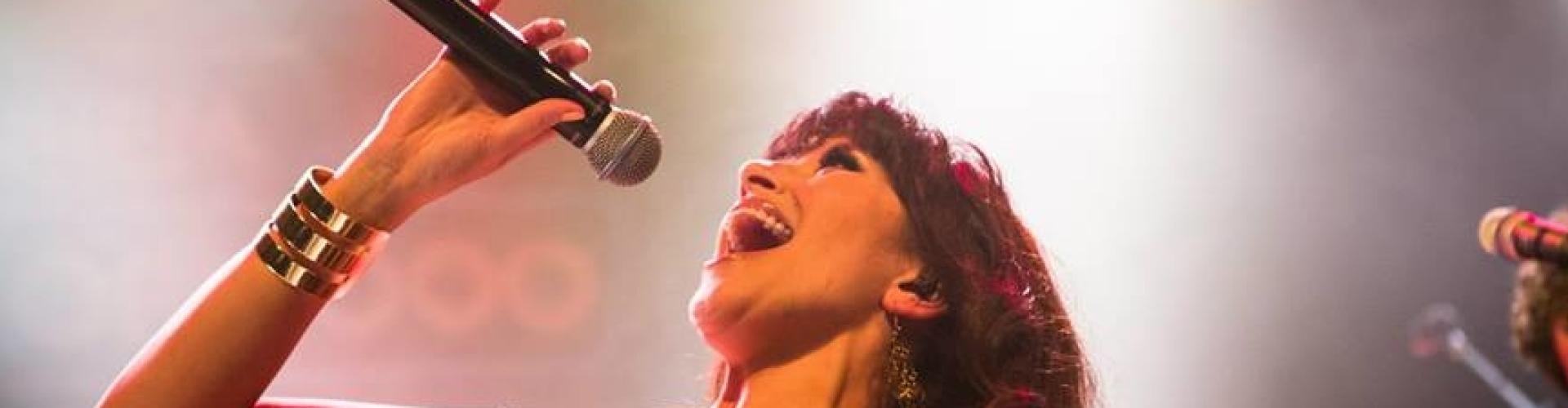 Vocaliste Erica huren als zangeres of MC voor elk type feest