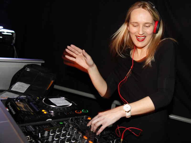Vrouwelijke DJ Annelies boeken voor 30e, 40e of 50e verjaardag