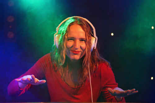 Vrouwelijke DJ Annelies boeken
