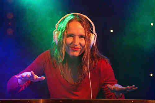 Female DJ Annelies boeken voor bruiloft, zakelijke evenement of ander feest