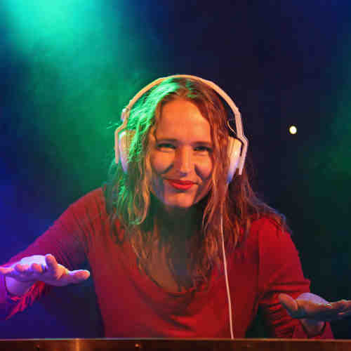 Female DJ Annelies: allround en attent