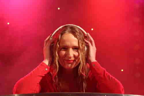 Vrouwelijke DJ Annelies boeken voor verjaardag