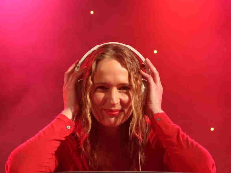 Female DJ Annelies boeken voor bruiloft