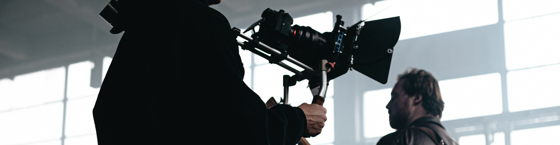 Het uitbesteden van al je foto/videoprojecten bij één vaste partner.