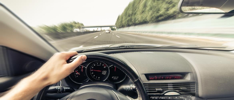 Cruise control inbouwen: bespaar brandstof en rijd veilig