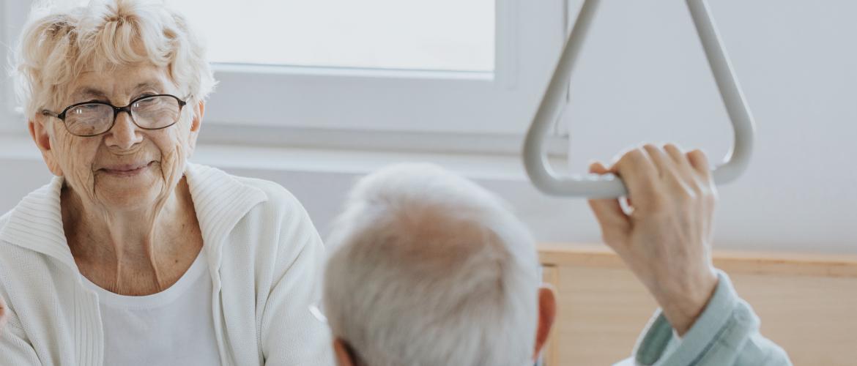 Hulpmiddelen voor ouderen: alle informatie op een rij