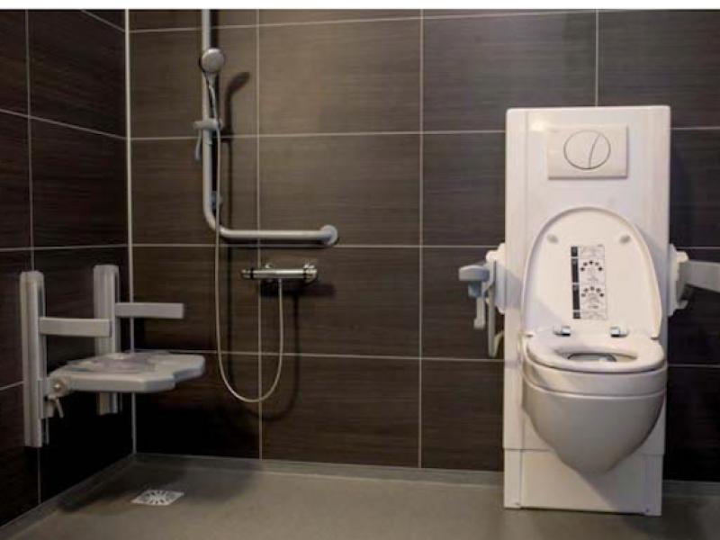 Veilig douchen door badkamer hulpmiddelen van Bano