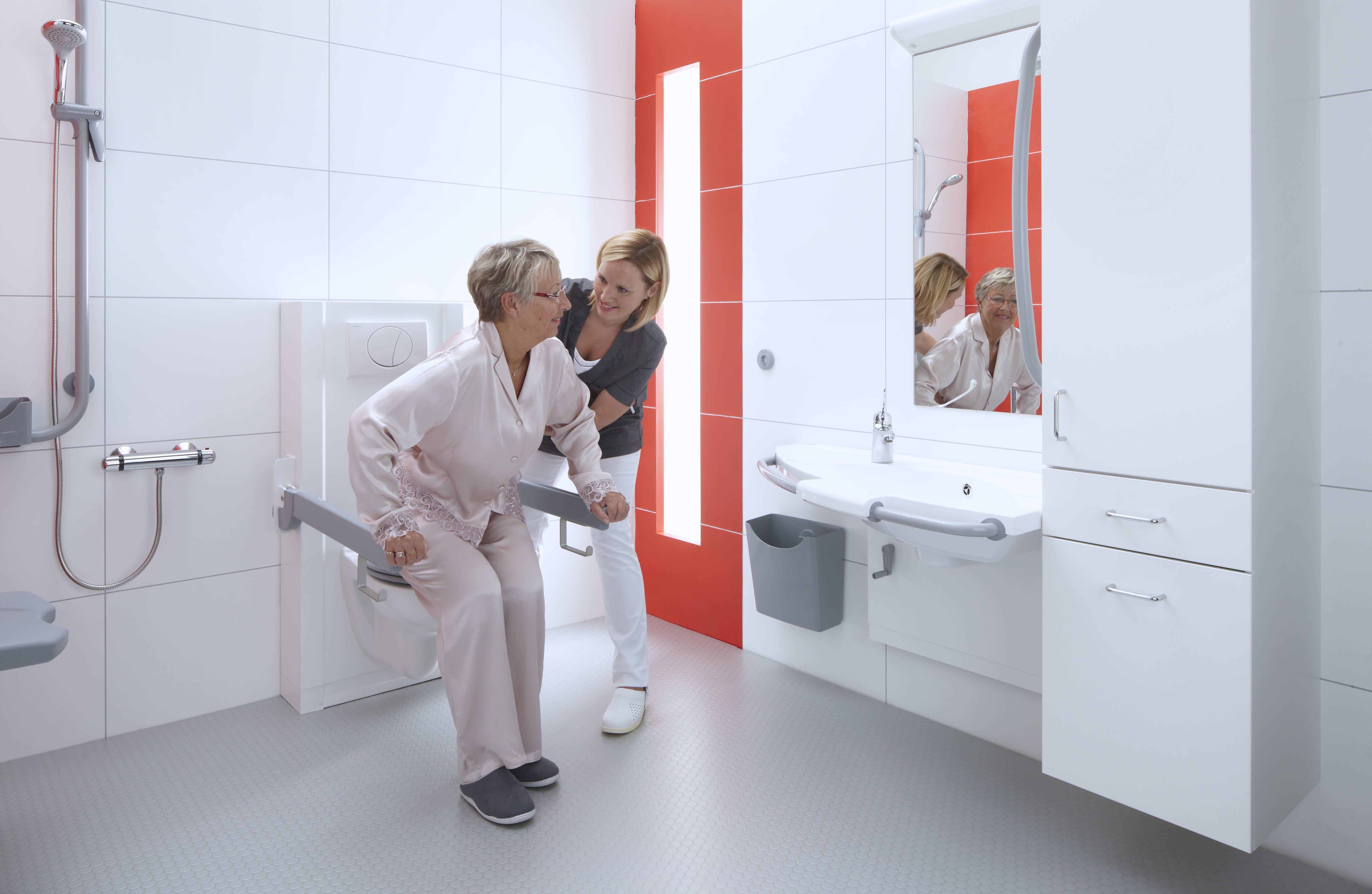 Werkdruk in de zorg verminderen voor verplegend personeel door Bano zorgbadkamer