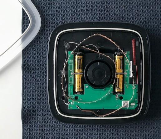 AJAX StreetSiren handleiding batterij vervangen indien ledstrip of kunststof frame is verwijderd stap 1
