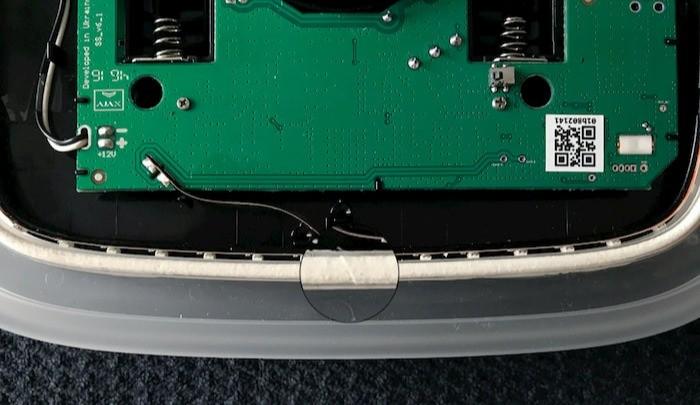 AJAX StreetSiren handleiding batterij vervangen indien ledstrip of kunststof frame is verwijderd stap 2