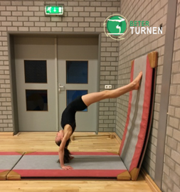 bruggetje-handstand-tegen-muur